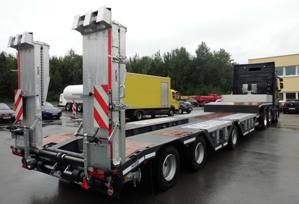Offer for october - HRD 3-axle-low-bed-trailer with wheel recess and ramps